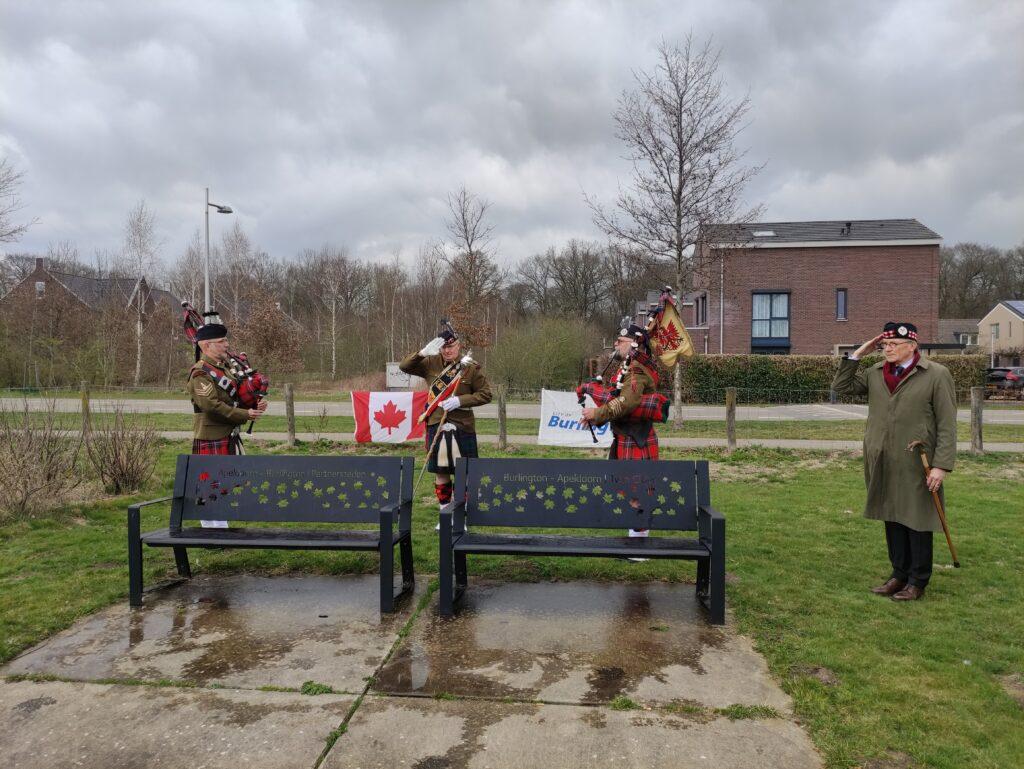 Overhandiging Canadese wandelstok Apeldoorn Burlington frienship